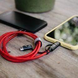 Kraftverk Mini beste power bank for iPhone sammen med 3in1 kabel for iPhone