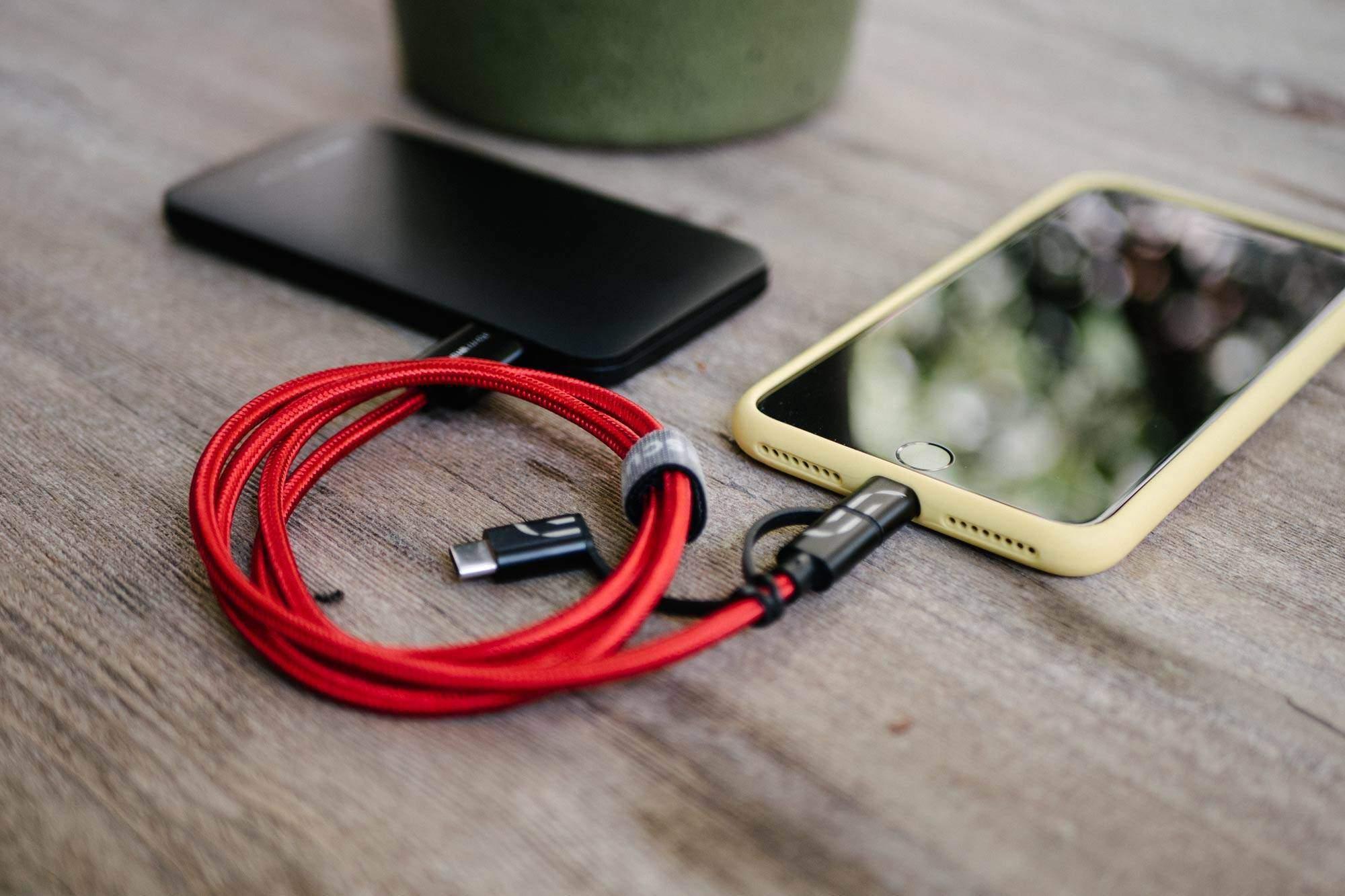 Universal USB 3 i 1 lade kabel for iPhone og Android